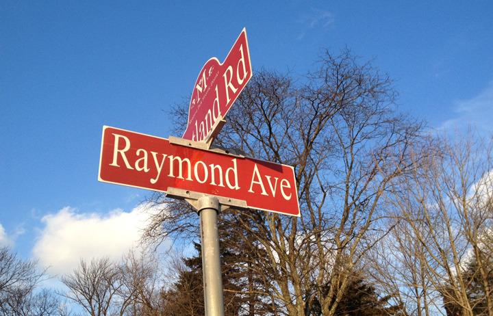 696bbaa017eac3d3319e_Street_signs_Raymond.JPG