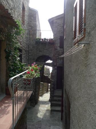 69e3122399b3807f8bf3_gilgio_castello-another_street.jpg