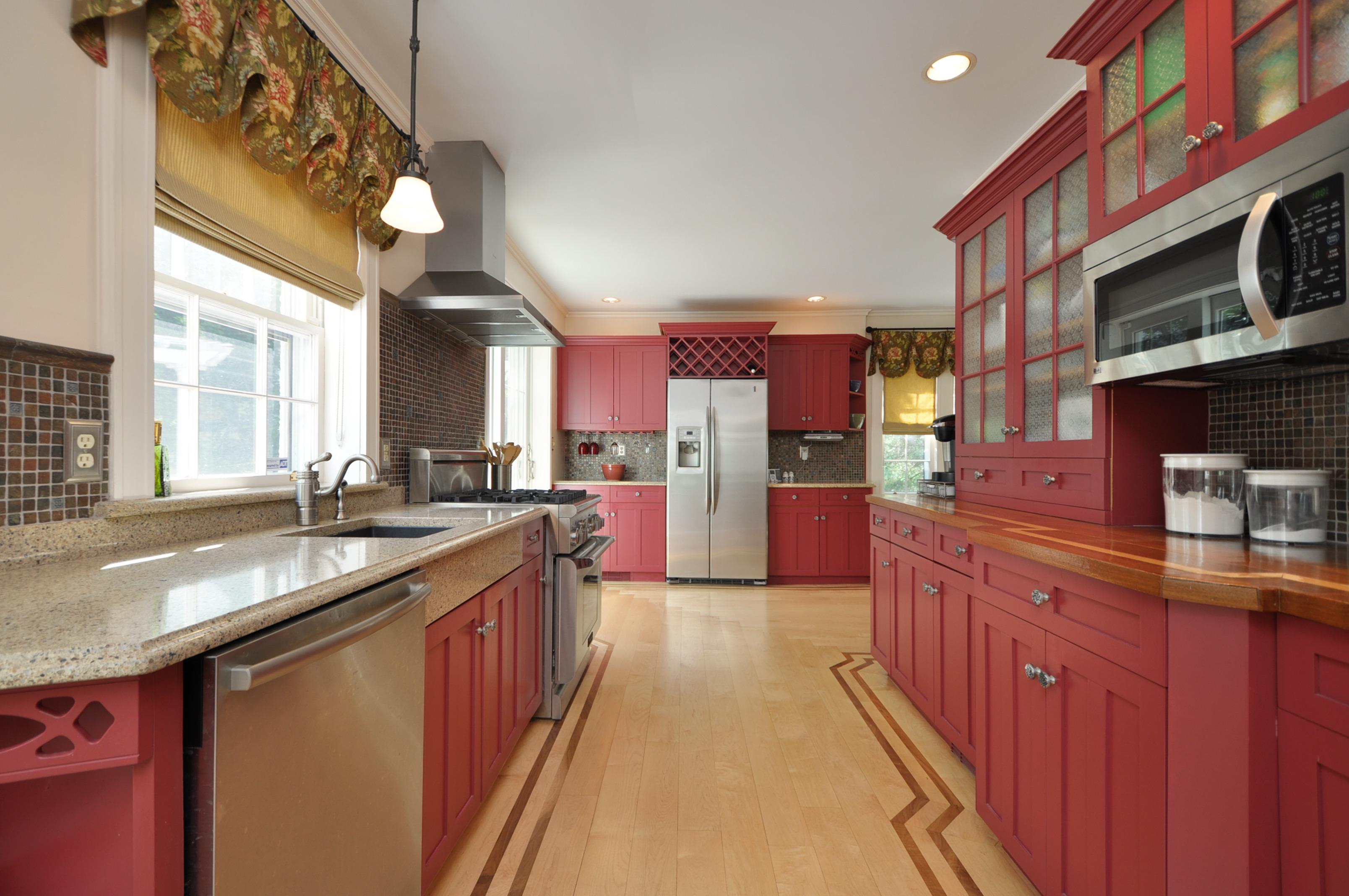 6f2f060a7c8d4c989ed2_long_kitchen.jpg