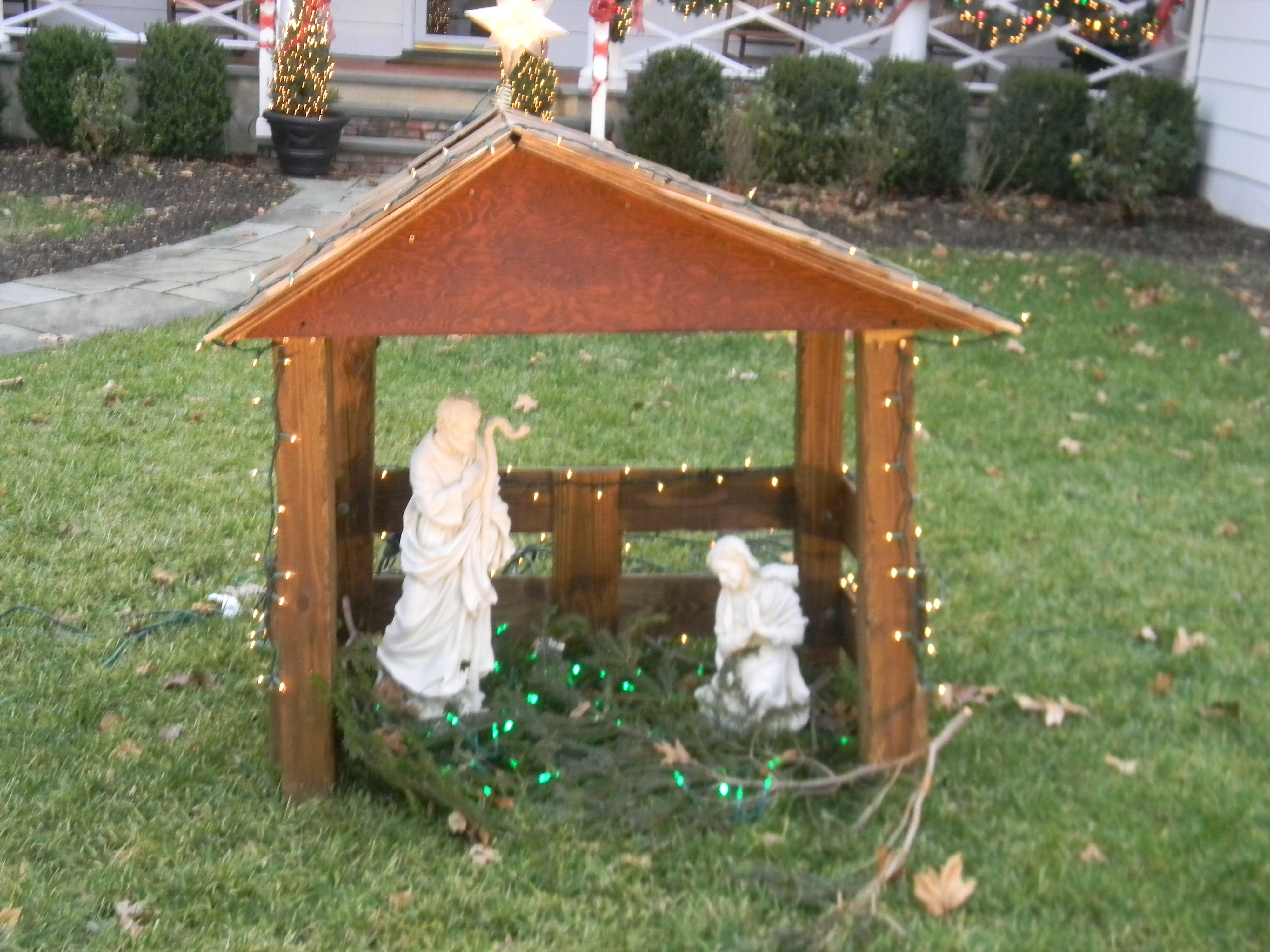 Annual Outdoor Home Decorating Contest Lights Up Madison