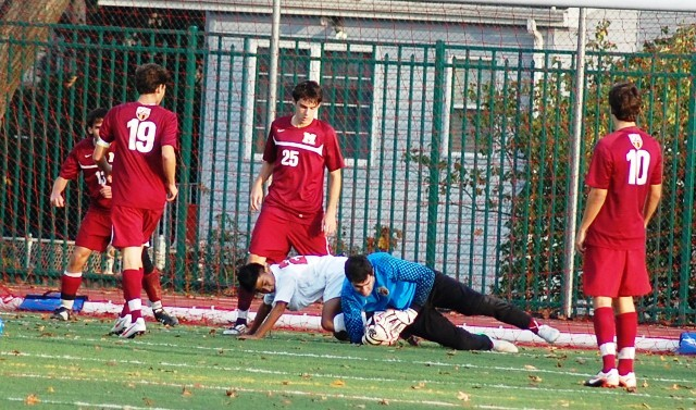 9ca737dc8c0c41b4765e_madison_goalie_at_cliffside_park_boys_soccer_11-12-12_081.jpg
