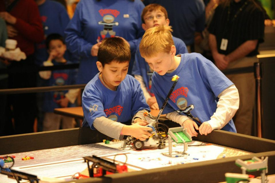 a630679e3f52bf7f9851_jack_tokuda_and_austin_chase_of_power_legends_during_liberty_science_center_first_lego_league_robot_mission.jpg