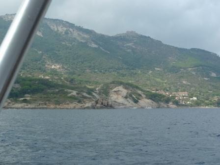 b10f8a0de3b0eb684b67_sailing_toward_giglio.jpg