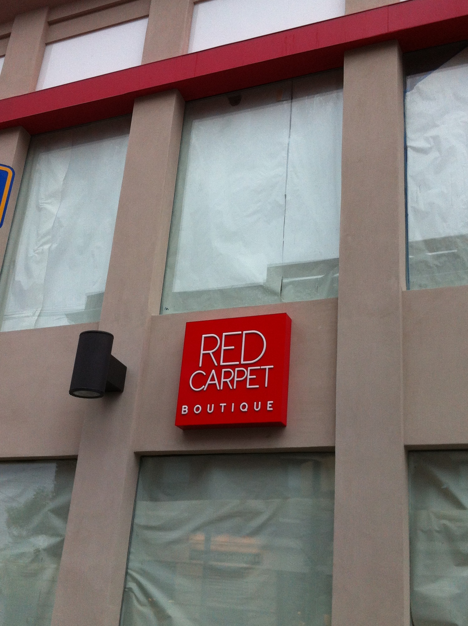 bd6684a753f59fea5c04_red_carpet_boutique.jpg