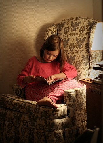 d8282dc066ca99a4e488_girl_reading.jpg