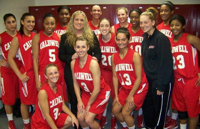 e0fd0eae03fb81f3bcb2_Cougar_Women_s_Basketball_Team.jpg