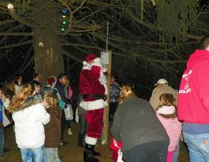 Santa Lights Up the Tree
