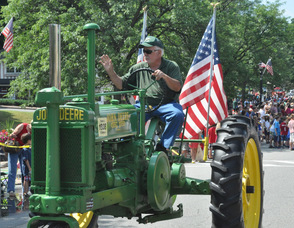 Vintage tractors driven through the plaza.
