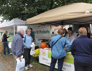 Visitors check out the many vendors with Garlic offerings, including Everything Homemade.