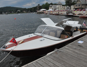 """Cruisin'"" a 1962 Chris Craft."