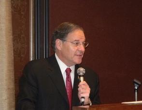 Assemblyman Jon Bramnick speaking at the breakfast