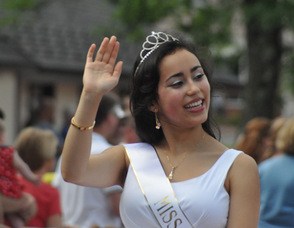 Miss Sparta Stephanie Leotsakos waves to the parade attendees.