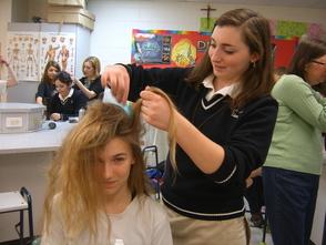 Michaella Barracato styles Elizabeth Henning's hair.