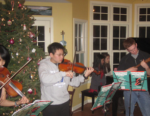 Junior Musical Club meeting during the recent holidays.