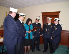 Mayor Honors Firemen