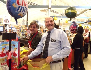 Mayor Parisi and Vito Alfieri, Manager of the West Orange Shoprite