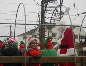 Santa arriving in Berkeley Heights
