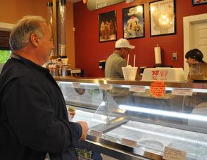 Jeff Williams serves up Garlic Ice Cream to Ken O'Neill of Hoboken, N.J.