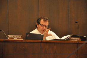 Councilman Kevin Elvidge speaks about the ordinance.