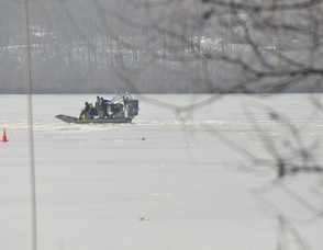 The airboat returns to the middle of the lake.