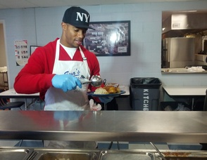 Victor Cruz Gives Back to the Community at Eva's Village, photo 1