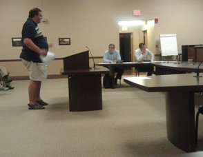 Citizen Robert Oliver discusses matters with the Mayor and Council.