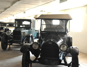 Antique autos lined up within the museum.