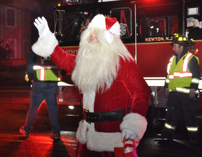 Santa waves after descending from Tower 804.