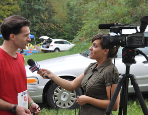 Brian Thomas speaks with Melissa Estock of WMBC TV before the race.