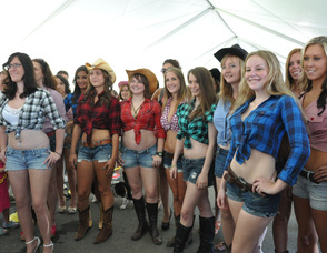 The Daisy Duke look-a-likes line up together.