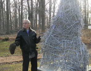 larry dell, the artist of the  sculpture
