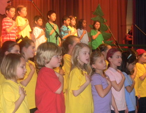 Kids singing in the show