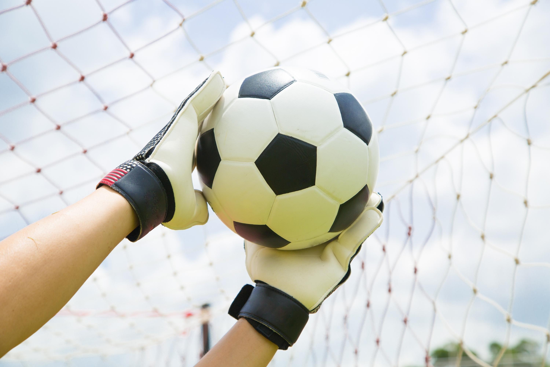 2ec5d82c4acacc1d5427_09ae7be80e365b940264_Soccer_Save.jpg