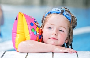 Carousel_image_f45be60ec8b1a4661973_f7ae80c40f030c409dad_swim_child