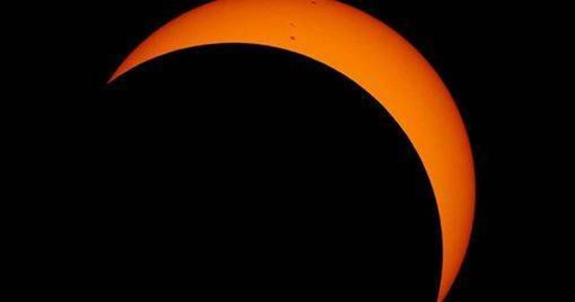 Top_story_067f720bc20150d42239_eclipse