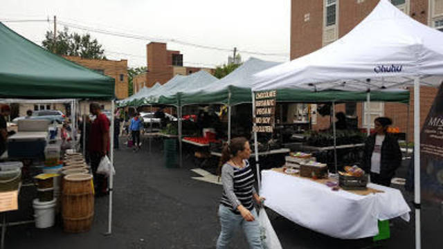 Top_story_09a005f598b63012f9d5_maplewood_farmers_market