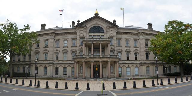 Top_story_0a510cd1b2caa44cf95a_new_jersey_state_house_north_panorama
