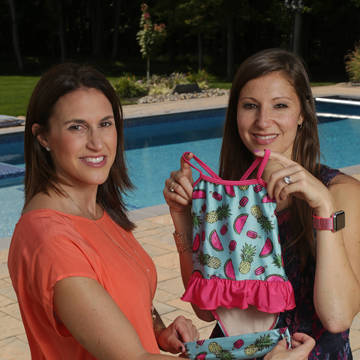 Top_story_0ef48f3e78fbb7784497_e71309ec8d34af280f4e_jill_and_alexis_with_a_fasten_swimsuit