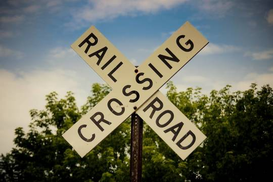 Top_story_11cba7b28d65f7e38c12_railroad-crossing-176975_1920