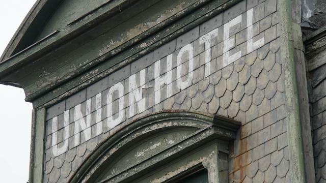 Top story 12b2c7a01e5ff0e13563 union hotel sign