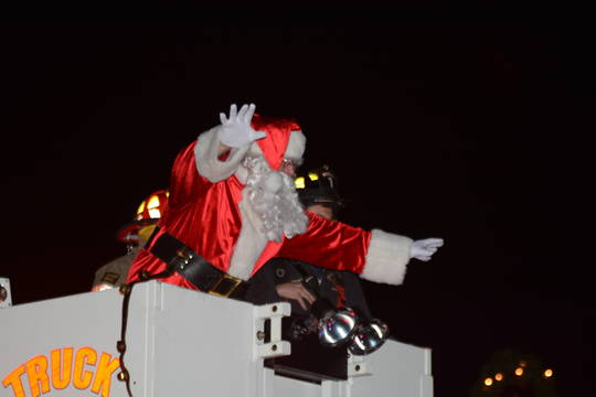 Top_story_1336196303c68c9d3a30_new_providence_christmas_walk_santa