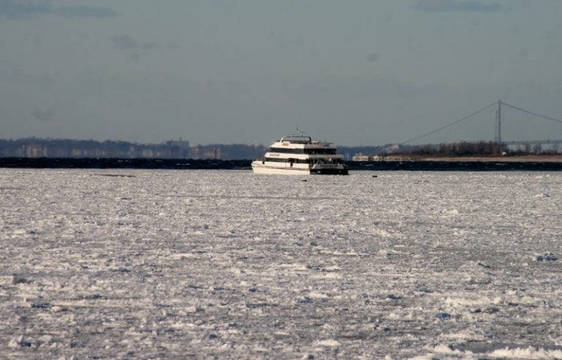 Top_story_13c511a056384a2fa472_frozenferry