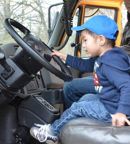 Top_story_19f476e6f1140f965955_touch_a_truck