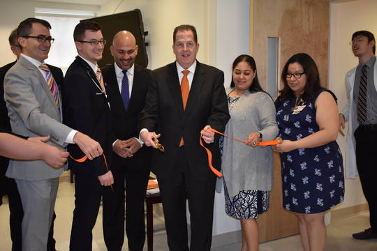Top_story_1c9921018a90f1332953_carepoint_ribbon_cutting