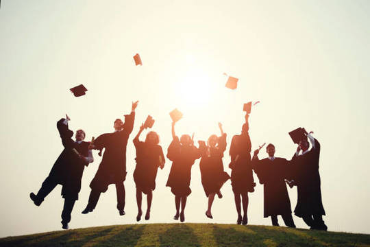 Top_story_22adde559c87aee6b2b7_graduation