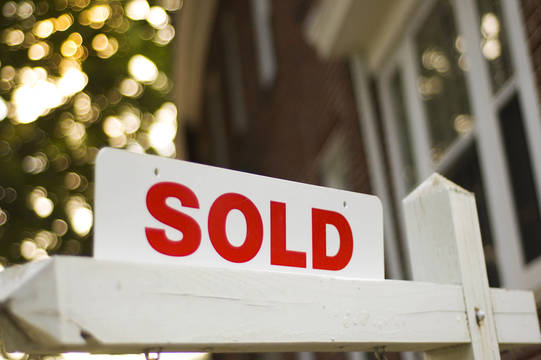 Top_story_3b284df688644c458a55_sold_sign_rider_close_up_w_blurry_house_tree_background