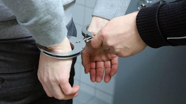 Top_story_400fb145888fbad3388d_handcuffs