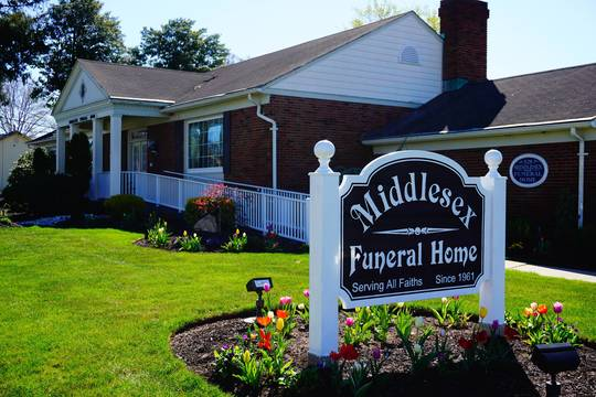 Top_story_41b40ee5969435e808e1_middlesex_funeral