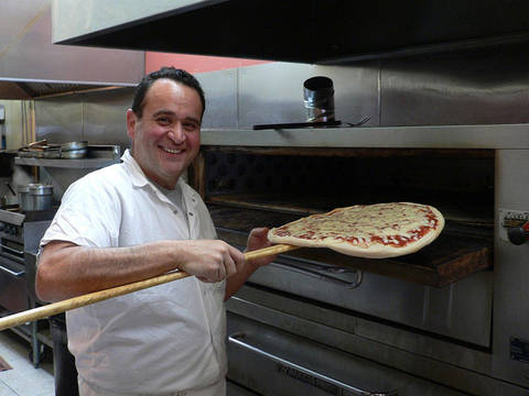 Top_story_41d500dfbc207d4ad139_vinny-savinelli-checks-on-a-pizza-in-the-oven-at-vinnys-pizza-pasta-cranford-nj