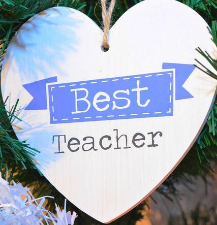 Top_story_490df5bb70151e66ce9a_best_teacher_ornament_-_edited